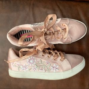 Betsey Johnson pink shoes